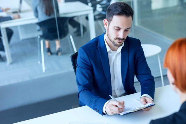 Entlassungswelle: 4 Strategien, wie Sie den Job behalten