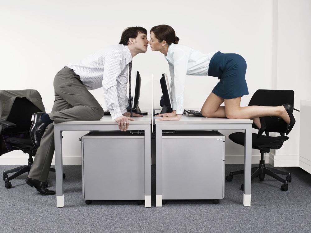 Flirten-Buero-Liebe-Kollegen