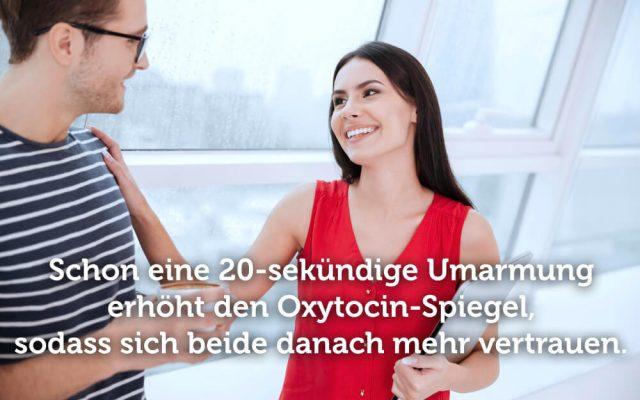 Beruehrung Macht Umarmung Oxytocin Vertrauen Schluterklopfen anfassen