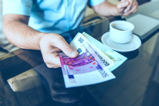 Trinkgeld Knigge: Wo gibt man wie viel Tip?