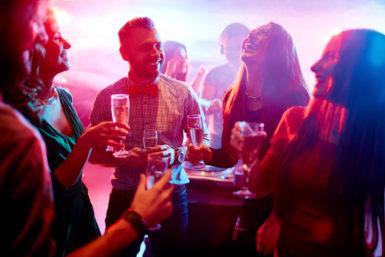 Cocktail-Party-Effekt: Unterhalten trotz Lärm