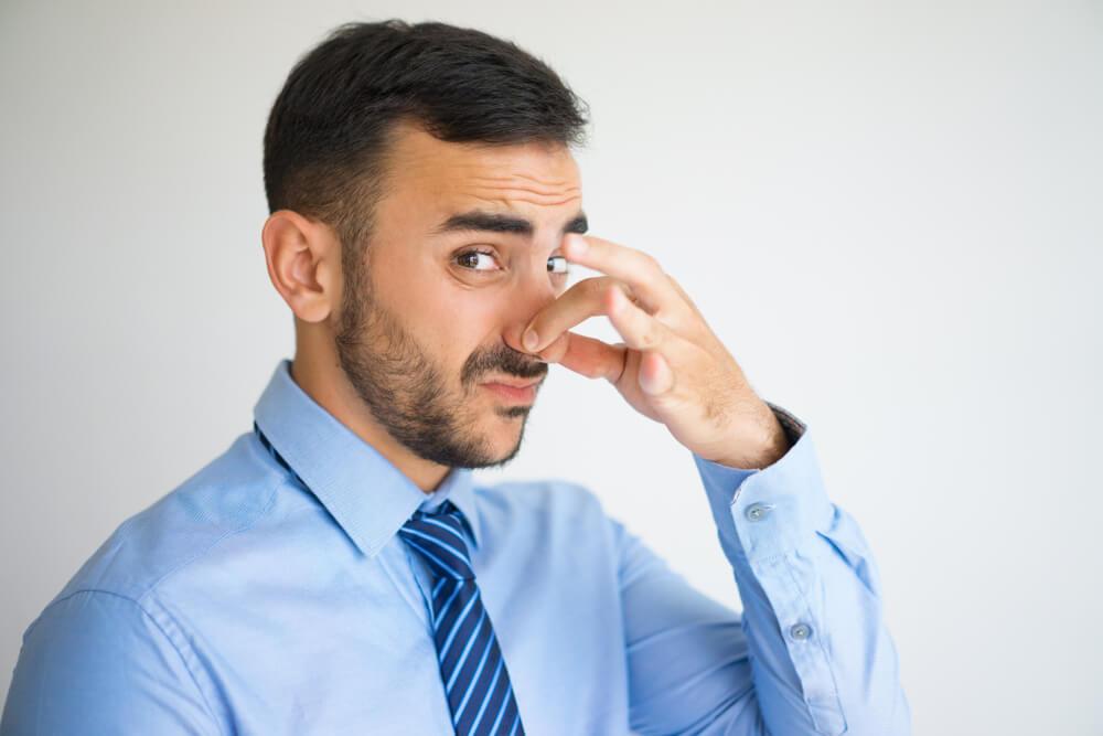 Körpergeruch Hilfe Mein Kollege Stinkt Karrierebibelde