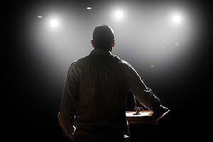 Rede-Vortrag-Lampenfieber-Rednerpult