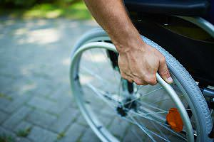 Rollstuhl-Behinderte-Arbeitsplatz
