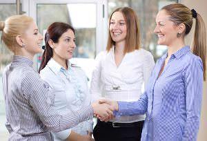 Vitamin B: Berufsanfängerinnen netzwerken anders