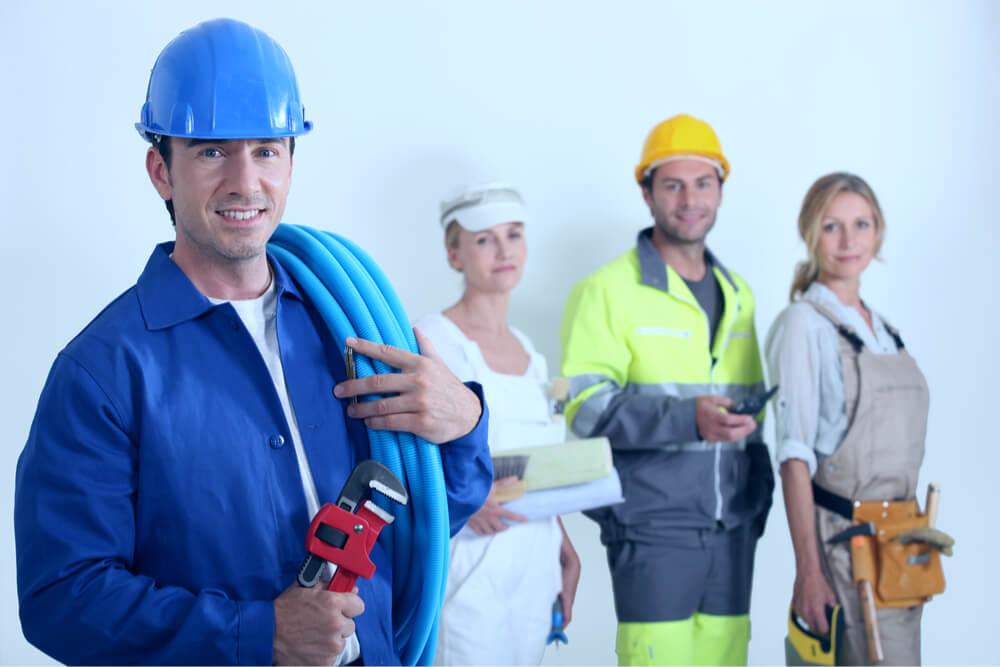 Arbeitskleidung: Was darf der Chef vorschreiben?