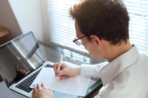 Anschreiben-Bewerbung-formulieren-Tipps-Student