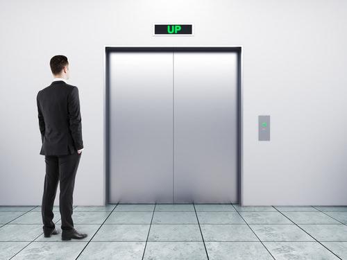 Elevator-Pitch-Aufzug-ueberzeugen-pitchen
