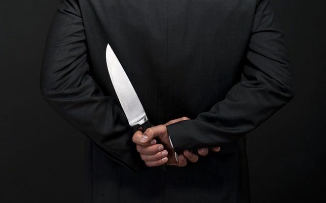 Rachegelueste-raechen-Intrige-Messer