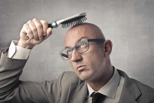 Keine Haare: Wie wirkt sich die Glatze aus?