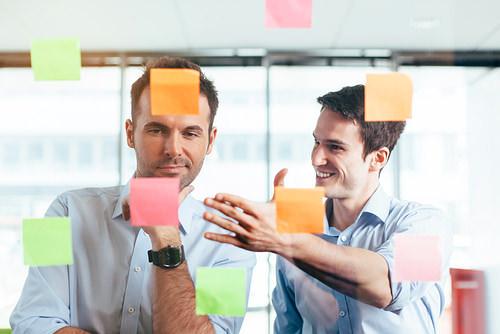 Ueberzeugen-Idee-verkaufen-Chef-Mitarbeiter