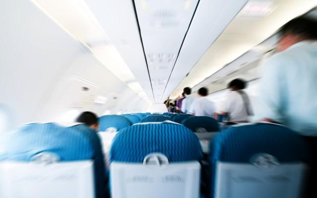 Flugzeug-Knigge-Tipps-Benehmen-an-Bord