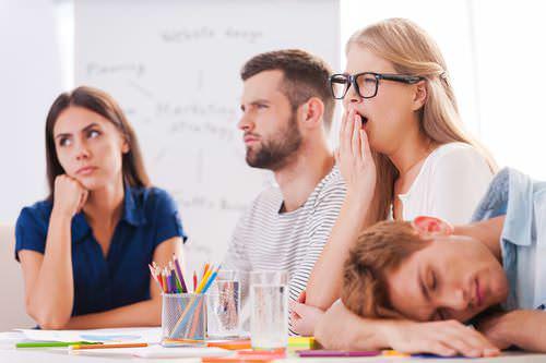 Meeting-Teilnehmer-Langeweile