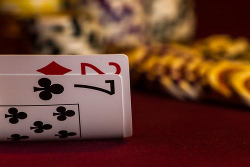 Richtig_Bluffen_Verhandlungstricks_Poker_Blatt_Karten