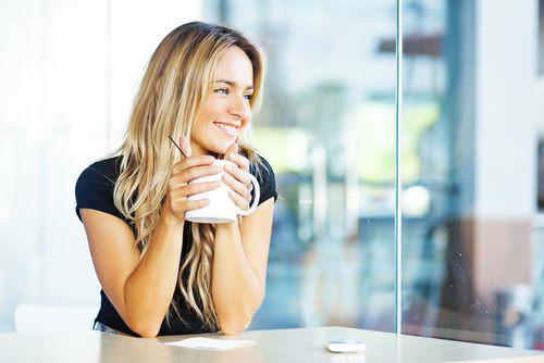Gelassenheit-Tee-trinken