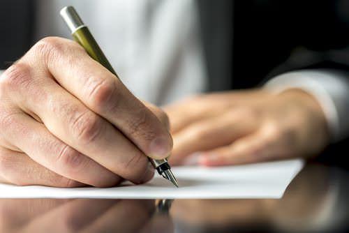 Handschriftlicher-Lebenslauf-schfreiben-Stift