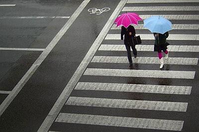 Strasse Regenschirm Wetter Vertrauen