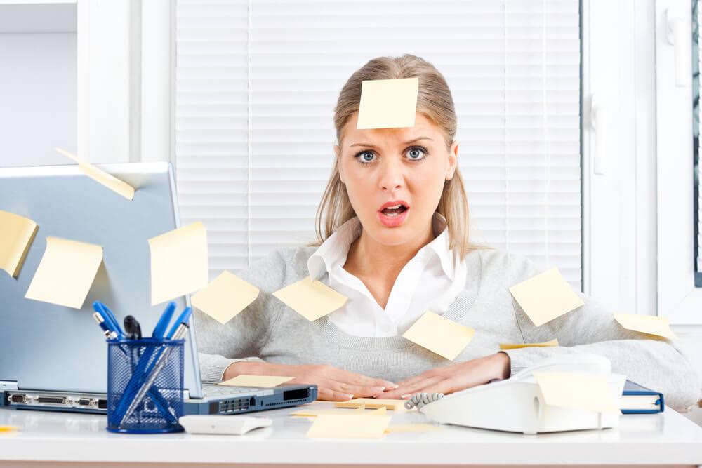 Büroarbeitsplatz chaos  Schreibtisch Chaos Clipart | afdecker.com