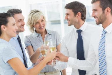 Einstand feiern: Tipps zum Jobstart