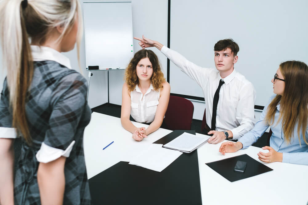 Schwangerschaftsgerücht Darf Der Chef Kündigen Karrierebibelde