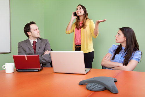 smartphone-knigge-etikette-meeting
