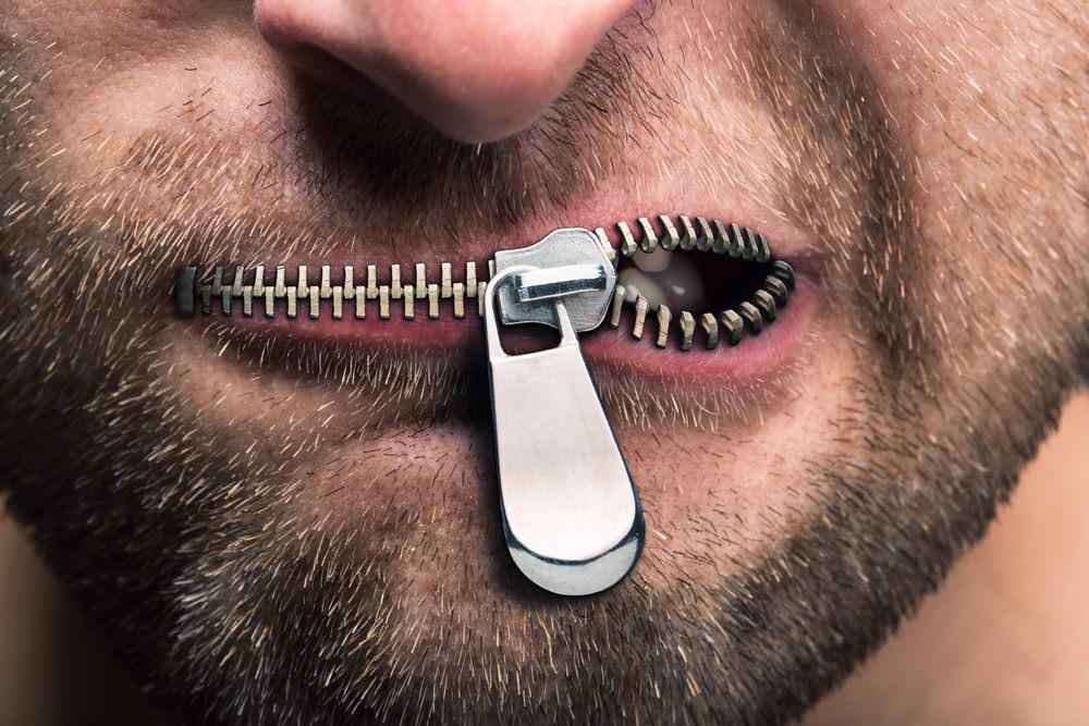 schweigen-zu-viel-offenheit-buero