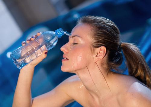 Hitzefrei-Sommerhitze-Erfrischungstipps-Wasser