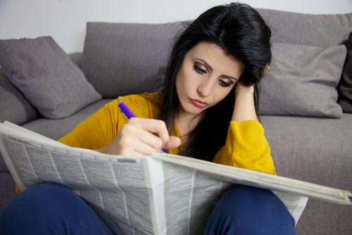 Langzeitarbeitslosigkeit-Jobsuche-Frau