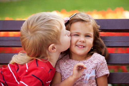 Weltkusstag-perfekter-Kuss-Kinder