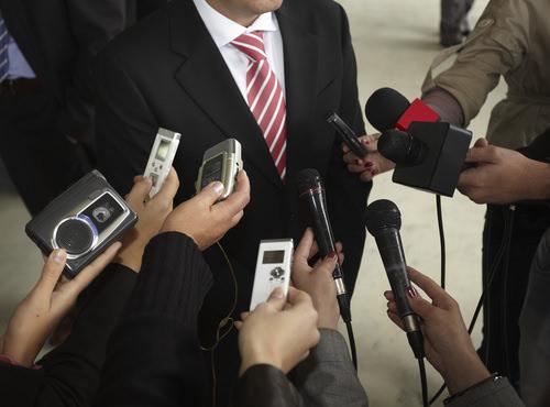 PR-Pressearbeit-Kamera-Journalisten