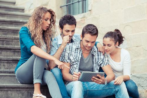 Studienfinanzierun-Studenten-Kommilitonen