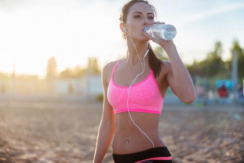 Trinken-Wasser-nach-Sport