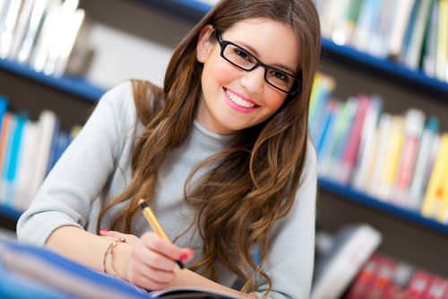 Bachelorarbeit-Studentin-schreiben-Tipps
