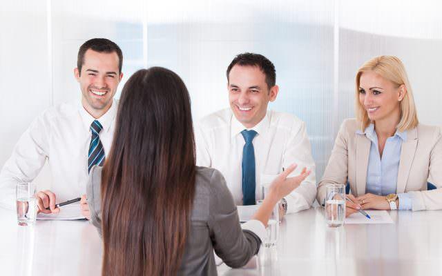 Vorstellungsgespraech Arbeitgeber Fragen Interview