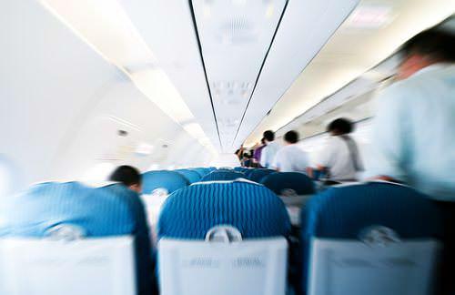 Flugzeug-Knigge-Benehmen-an-Bord