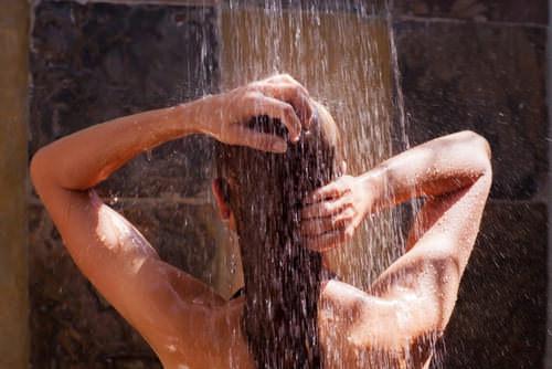 Unter-der-Dusche-Frau-Ideen-Geistesblitz