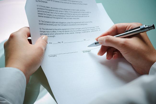 Arbeitsvertrag-unterschreiben-Checkliste