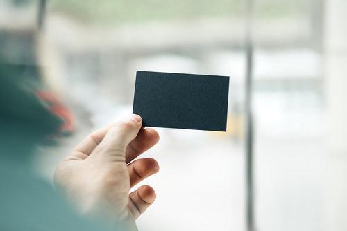 Begrüßung-Visitenkarte-überreichen
