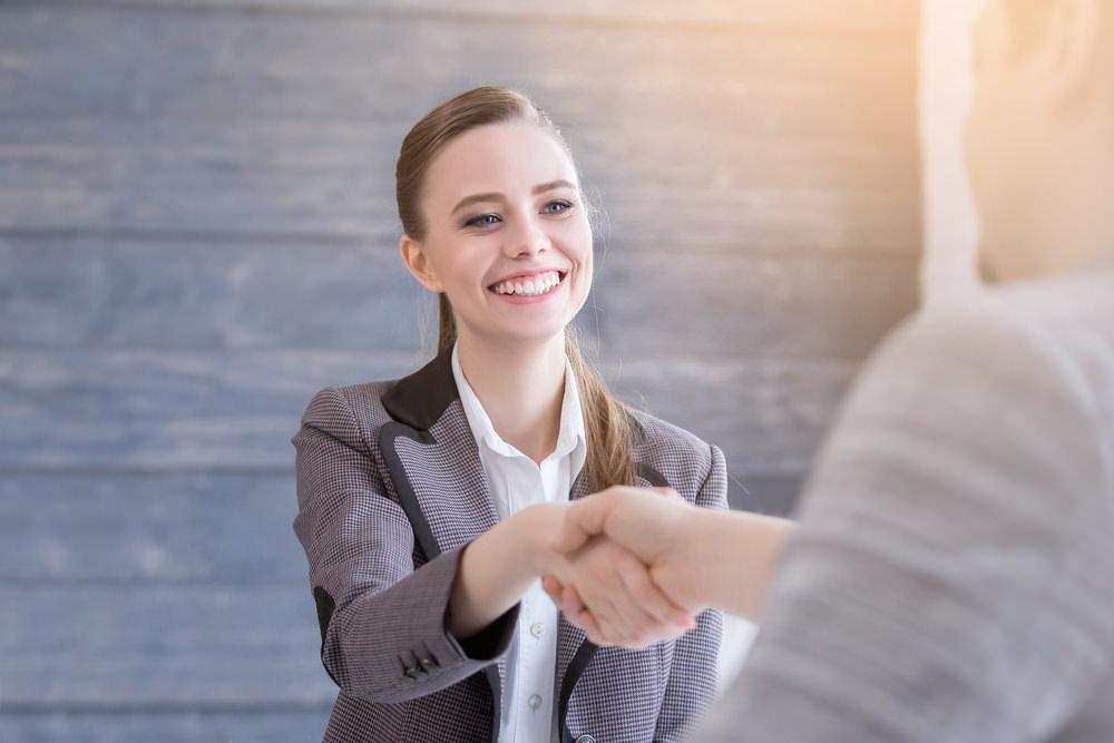 Begrüßung-Knigge-Regeln-Tipps