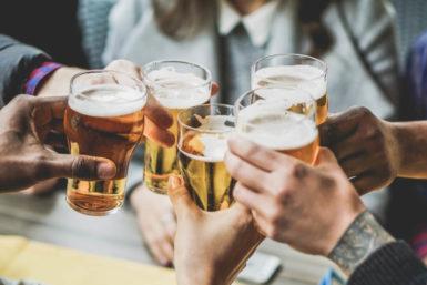 Trinkspruch-Knigge: Was sagt man beim Anstoßen?