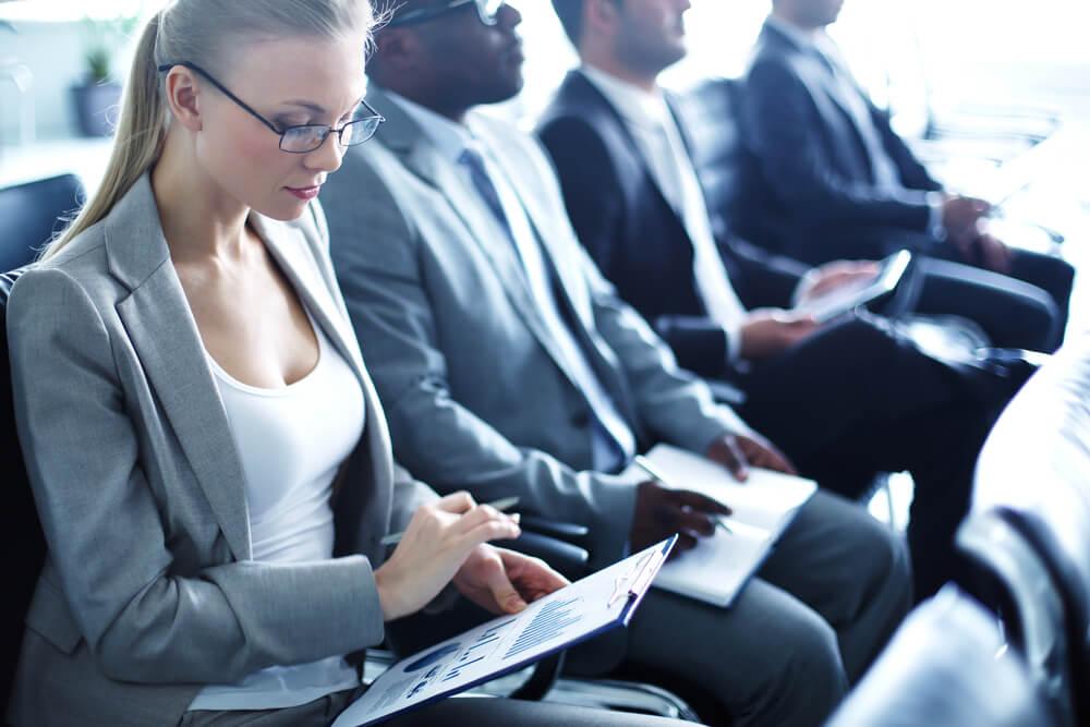 Informiert sein: Wie Sie im Job auf dem Laufenden bleiben