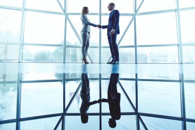 Berufseinstieg: Knigge-Tipps für den ersten Tag im neuen Job