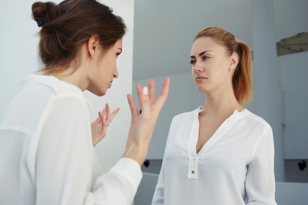 Stutenbissigkeit: Warum Frauen sich nicht unterstützen