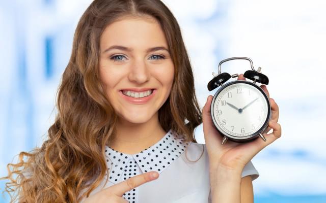 Zeitersparnis Uhr Wecker zeigen