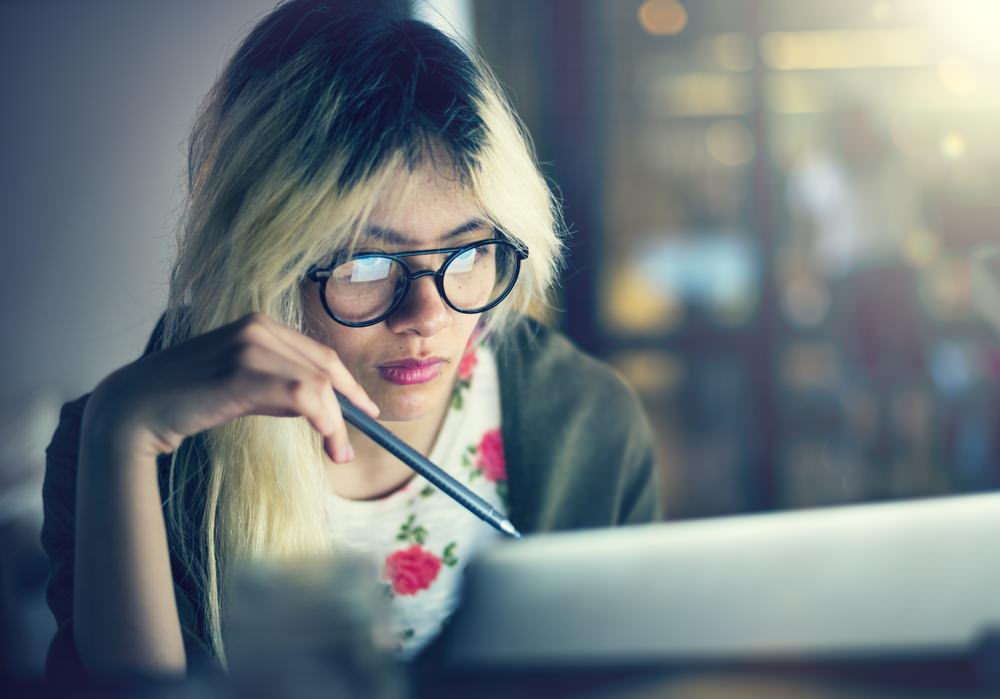 Welcher_Job_passt_zu_mir_Test_Laptop_Suche_Denken