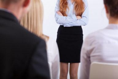 Falsch angezogen im Vorstellungsgespräch: Was tun?