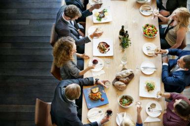 Geschäftsessen: Alle Tischmanieren und Knigge-Regeln