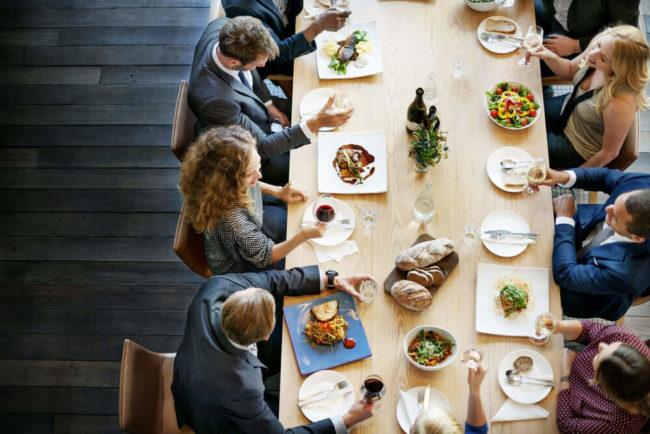 Geschäftsessen: Alle Tischmanieren Und Knigge Regeln