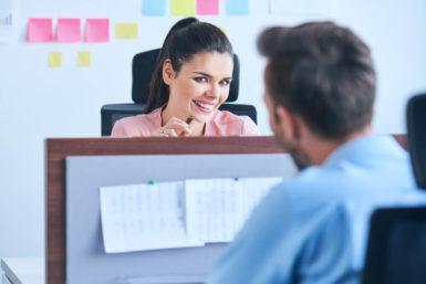 Liebe im Büro: Besser Flirten im Job