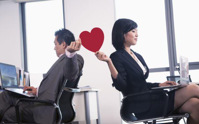 wie man mit flirtendem mitarbeiter umgeht